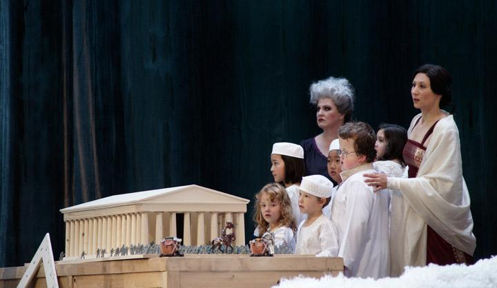 Das Rheingold Karen Robertson, Sonja Gornik, Mitglieder des Kinder- und Jugendchores des Landestheaters Linz © Karl und Monika Forster