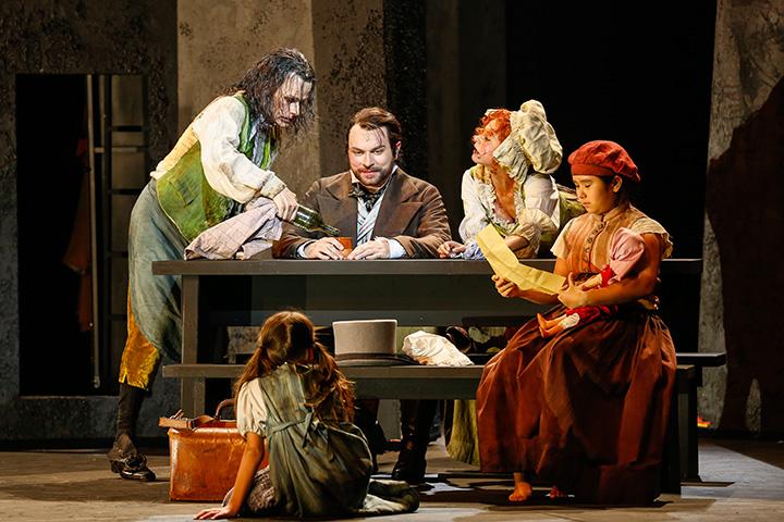 Les Misérables Rob Pelzer, Christian Alexander Müller, Daniela Dett, Isabel Davies, Emelie Trahan © Barbara Palffy