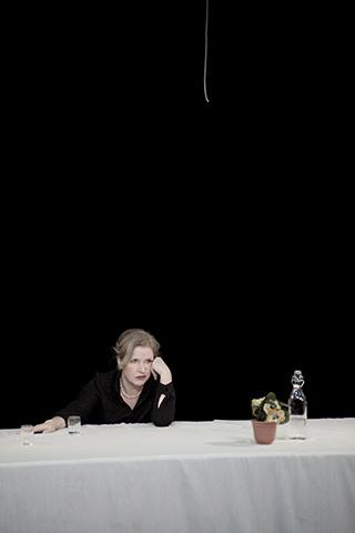 hamlet ist tot. keine schwerkraft Katharina Hofmann © Dietmar Tollerian