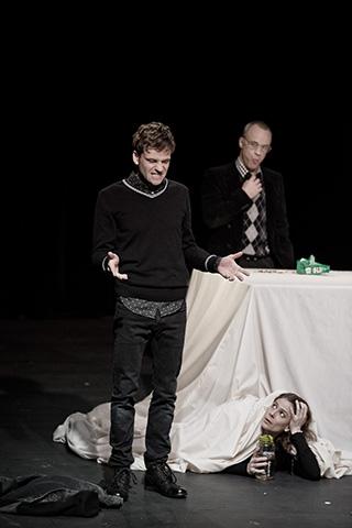 hamlet ist tot. keine schwerkraft Aurel von Arx, Thomas Bammer, Anna Eger © Dietmar Tollerian