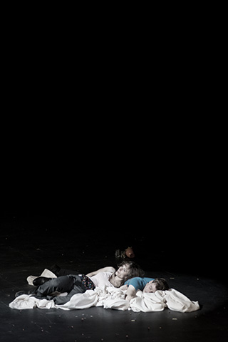 hamlet ist tot. keine schwerkraft Anna Eger, Aurel von Arx © Dietmar Tollerian