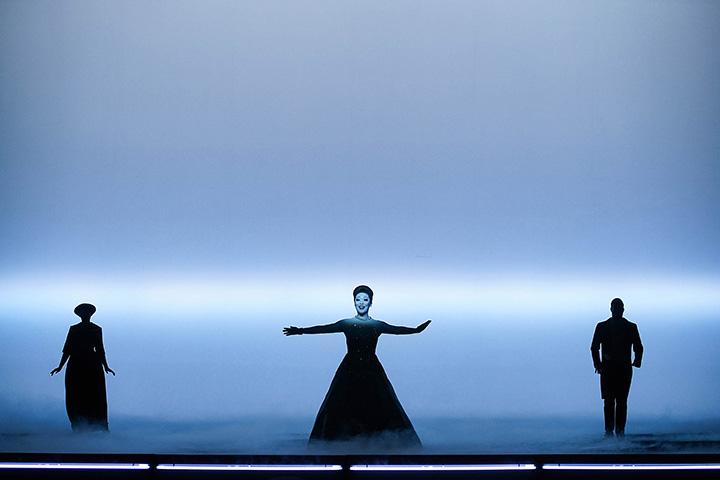 La Traviata Kerstin Eder, Myung Joo Lee, Dominik Nekel © Olaf Struck