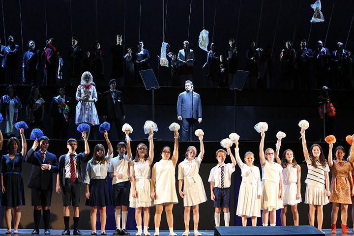 Terra Nova oder Das weiße Leben Anaïs Lueken, Jacques le Roux, Chor, Kinderchor © Ursula Kaufmann