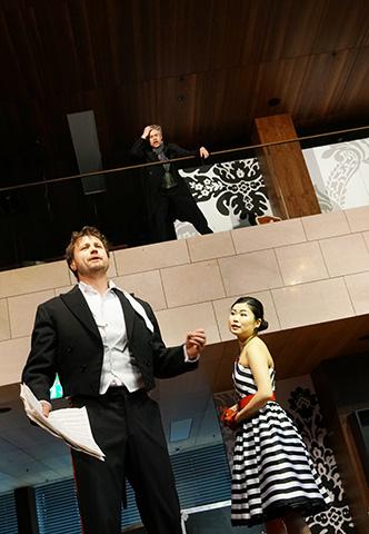 Der Operndirektor  Richard Klein, Dominik Nekel, Kie Kanazawa © Reinhard Winkler