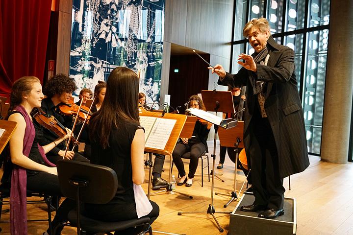 Der Operndirektor  Orchester, Dominik Nekel © Reinhard Winkler