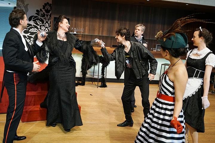 Der Operndirektor  Richard Klein, Christa Ratzenböck, Rastislav Lalinsky, Kie Kanazawa, Miriam Böhmdorfer © Reinhard Winkler