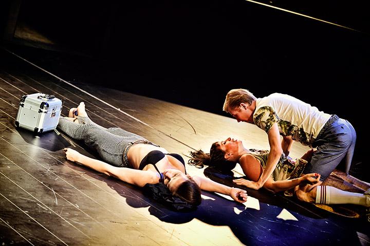 Ein Sommernachtstraum  Julia Ribbeck, Angela Waidmann, Markus Pendzialek © Patrick Pfeiffer