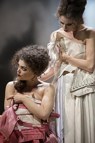 Tartuffe  Viola Müller, Barbara Novotny © Thomas Jauk
