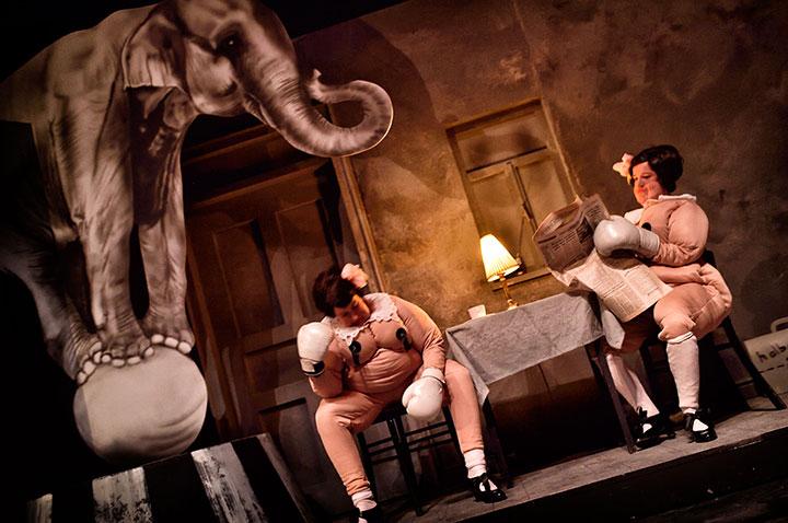 Zirkus Pirandello Angela Waidmann, Jenny Weichert © Patrick Pfeiffer