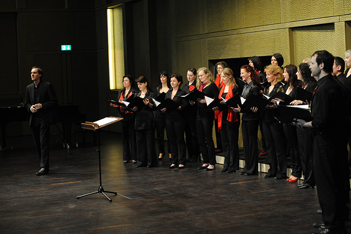 Die Stille der Nacht Weihnachtskonzert der Chöre des Landestheaters