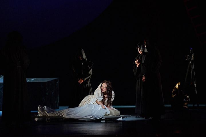 Don Giovanni  Myung Joo Lee, Nikolai Galkin, Statisterie © Thomas M. Jauk