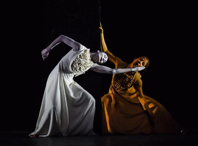 Die Brautschminkerin  Andressa Miyazato, Nuria Gimenez Villarroya © Dieter Wuschanski