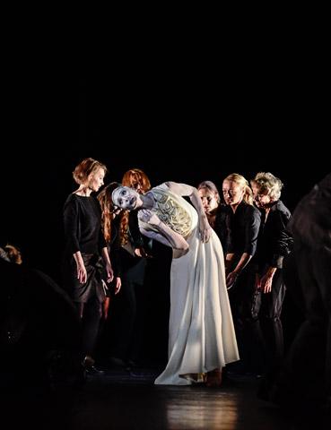 Die Brautschminkerin  Andressa Miyazato, Gäste Tanz Lin.z © Dieter Wuschanski