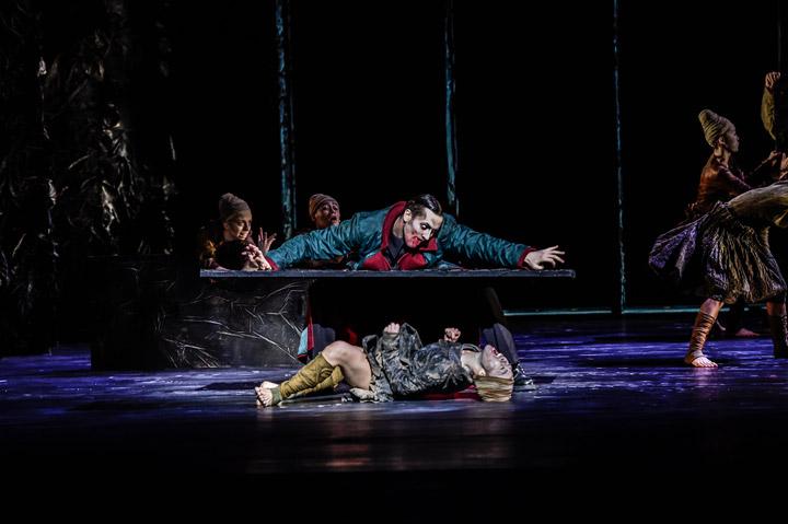Die Brautschminkerin  Tanzensemble, Geoffroy Poplawski, Rie Akiyama © Dieter Wuschanski
