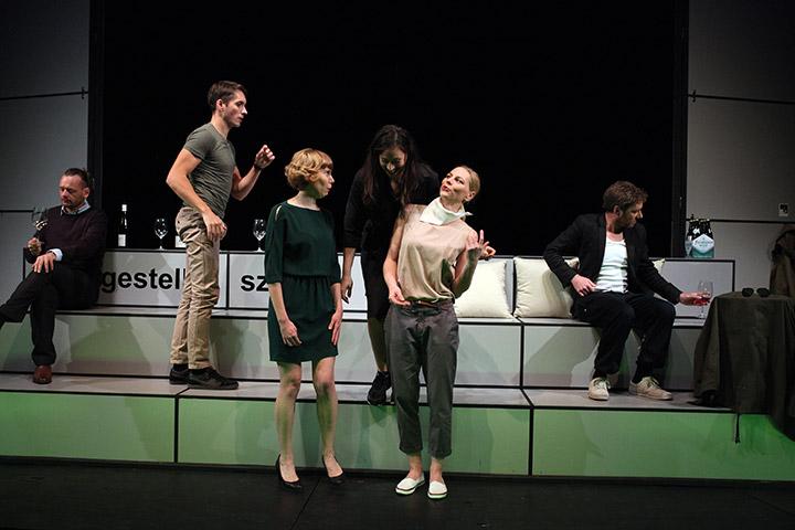 faust hat hunger und verschluckt sich an einer grete  Ensemble © Christian Brachwitz