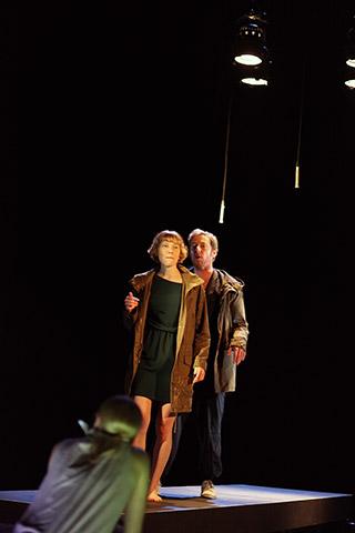 faust hat hunger und verschluckt sich an einer grete  Theresa Palfi, Alexander Julian Meile © Christian Brachwitz