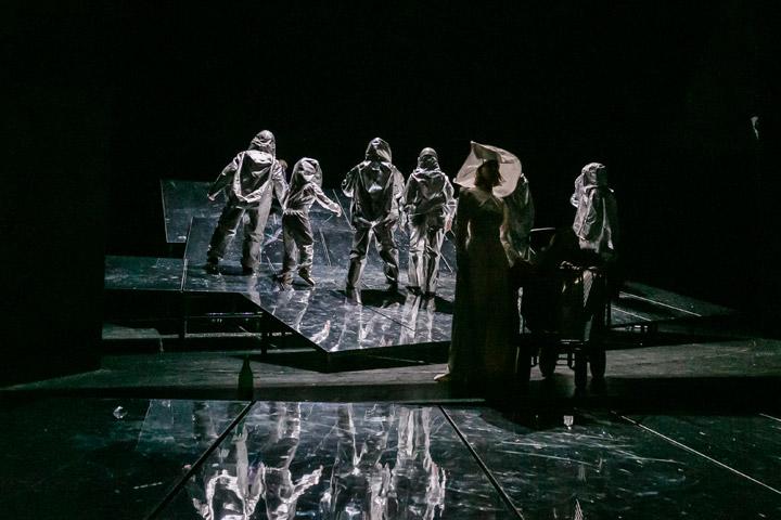Leben des Galilei  Ensemble © Jochen Quast