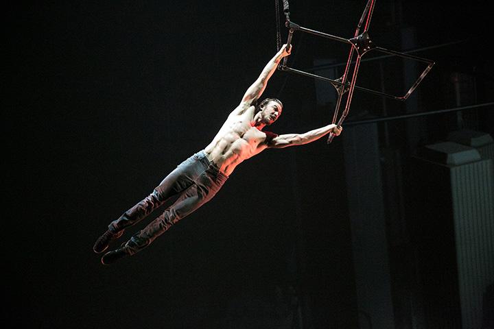 Cirque Éloize - Cirkopolis