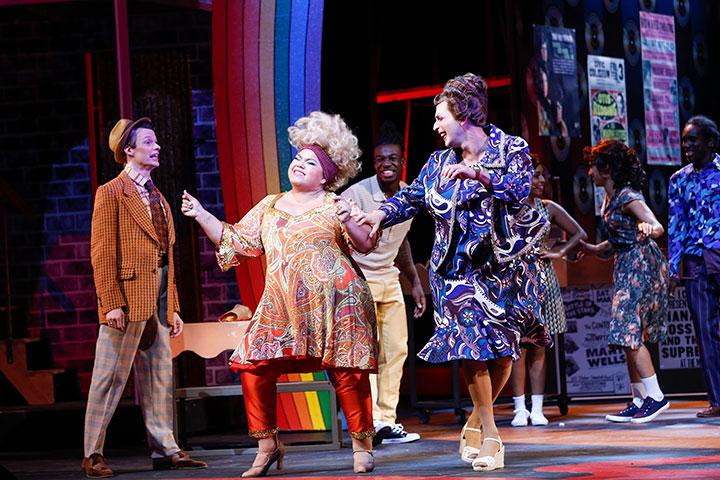 Hairspray Rob Pelzer, Amanda Whitford, Riccardo Greco © Barbara Pálffy