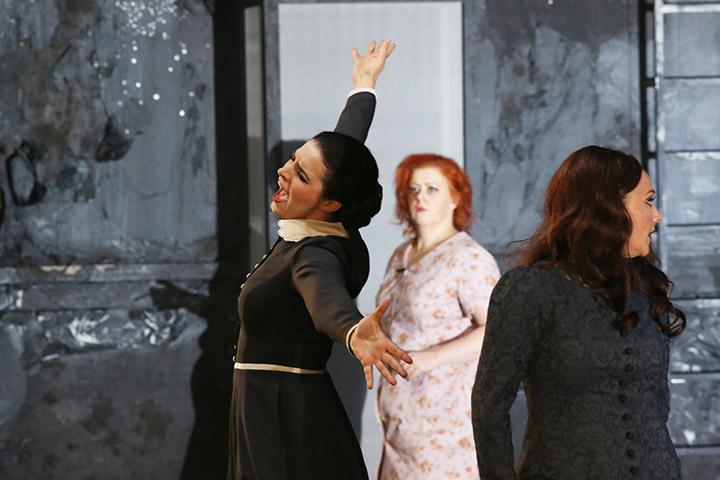 Die Frau ohne Schatten  Katherine Lerner, Miina-Liisa Värelä, Brigitte Geller © Reinhard Winkler