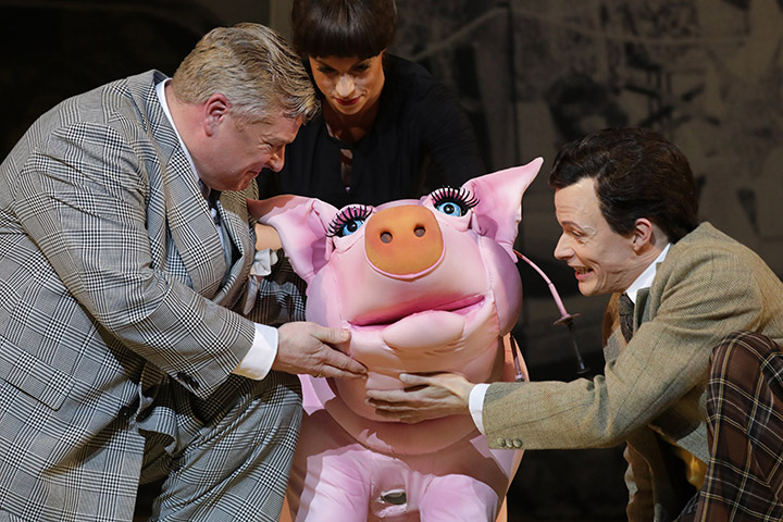 Betty Blue Eyes  Jonathan Agar, Lynsey Thurgar, Rob Pelzer © Reinhard Winkler