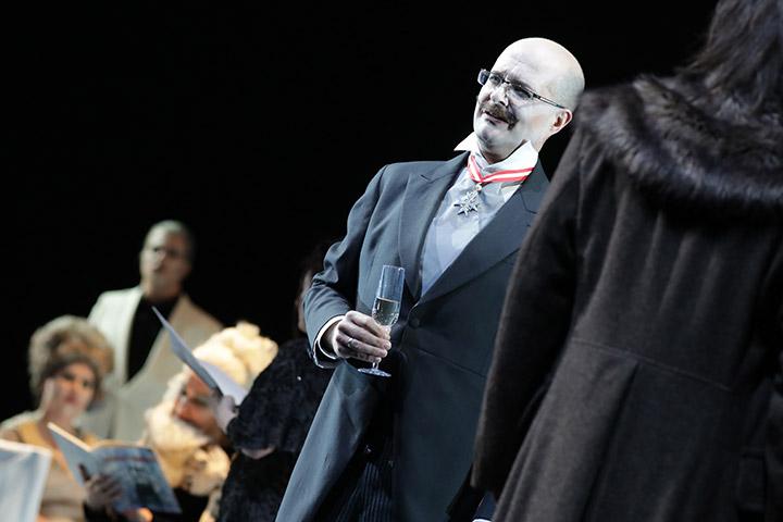 Eugen Onegin Chor, Michael Wagner, Martin Achrainer © Reinhard Winkler