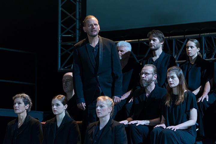 Antigone Alexander Hetterle, Chor © Petra Moser