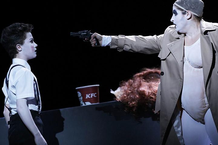 Attentäter (Assassins)  Johannes Herndler, Ariana Schirasi-Fard © Reinhard Winkler