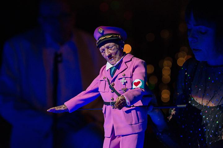 Kuttners Hitlershow Suse Wächter © Petra Moser