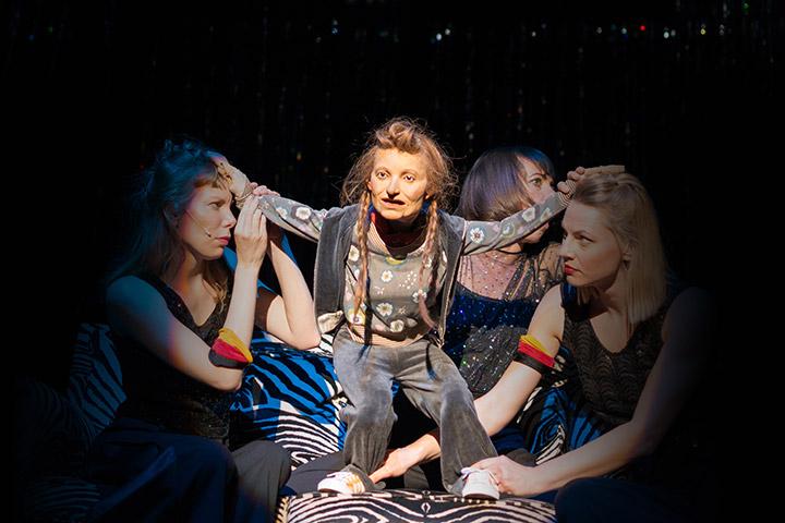 Kuttners Hitlershow Theresa Palfi, Suse Wächter, Corinna Mühle © Petra Moser