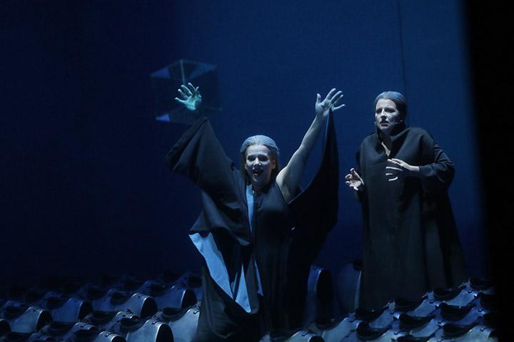 Tristan und Isolde Annermarie Kremer, Dshamilja Kaiser © Reinhard Winkler