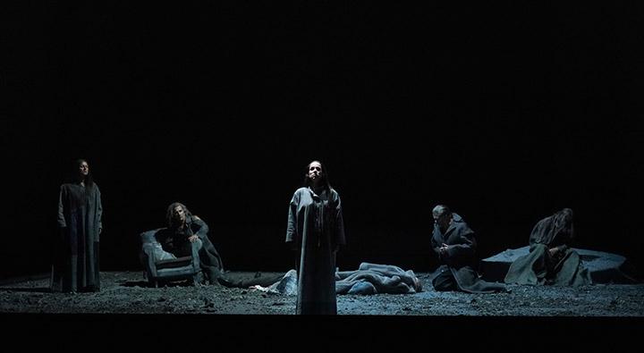 Tristan und Isolde Annemarie Kremer, Ensemble © Reinhard Winkler