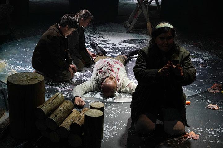 Die Wand  Anna Štěrbová, Verena Koch, Jessica Eccleston, Timothy Connor © Reinhard Winkler