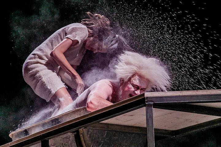 Die Verfolgung und Ermordung Jean Paul Marats Anna Rieser, Lutz Zeidler © Jochen Quast