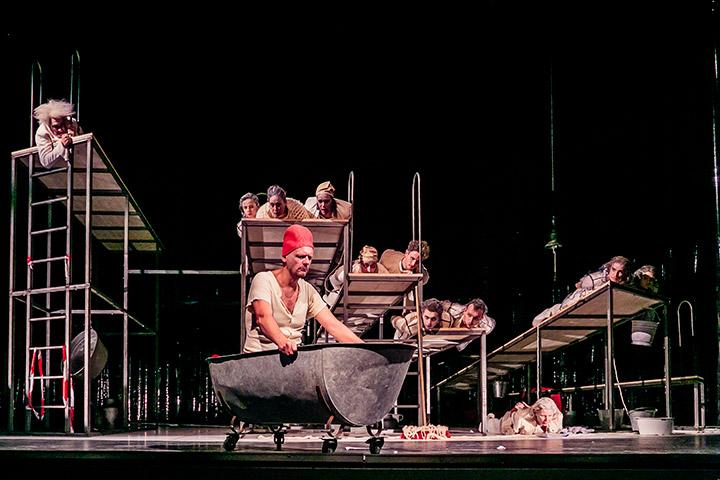Die Verfolgung und Ermordung Jean Paul Marats Ensemble © Jochen Quast