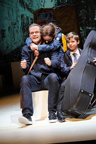 Der Hase mit den Bernsteinaugen Christof Messner, Selma Spitzer, Nepomuk Pichler © Reinhard Winkler