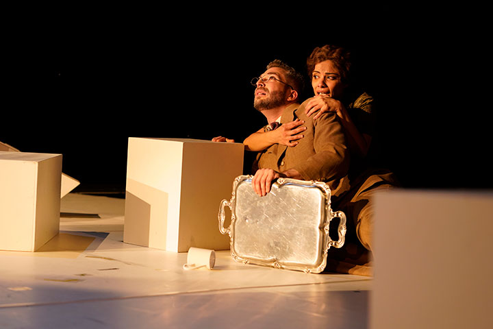 Der Hase mit den Bernsteinaugen Riccardo Greco, Myrthes Monteiro © Reinhard Winkler