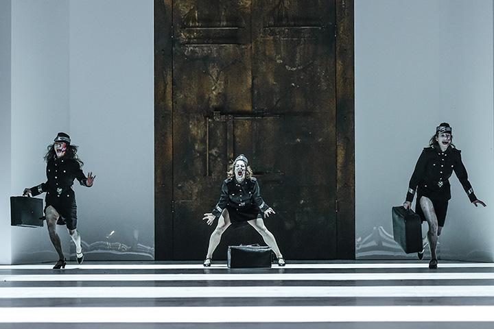 Macbeth  Rutsuki Kanazawa, Tura Gómez Coll, Kayla May Corbin © Dieter Wuschanski