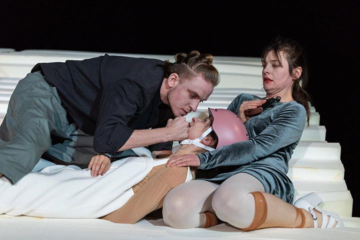 rand: ständig Tim Weckenbrock, Judith Mahler, Ines Schiller © Petra Moser