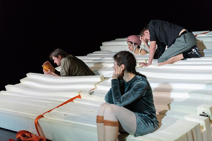 rand: ständig Johanna Orsini-Rosenberg, Ines Schiller, Judith Mahler, Tim Weckenbrock © Petra Moser