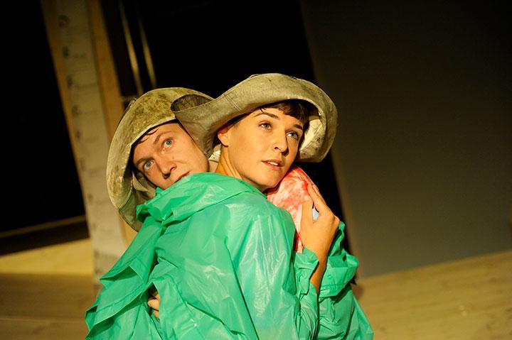Noah und der große Regen Steven Cloos, Karina Pele © Hermann Posch