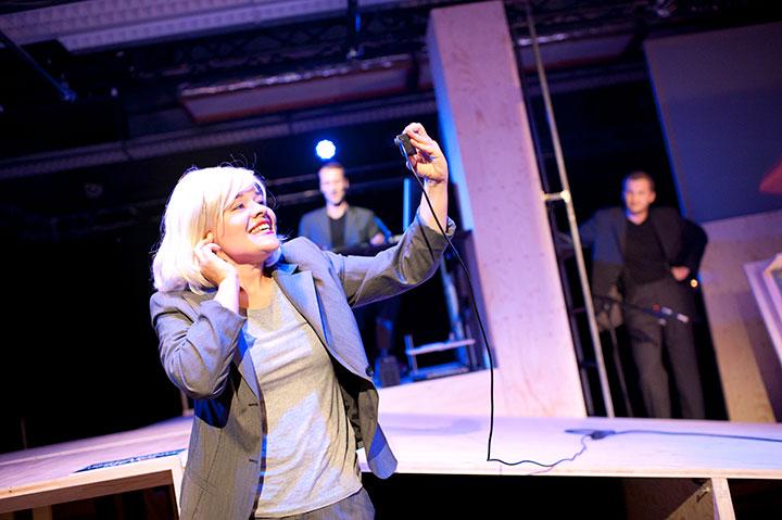 Junger Klassiker - Krieg der Welten Short Cuts  Anna Katharina Fleck, Björn Büchner, Lukas Weiss © Hermann Posch
