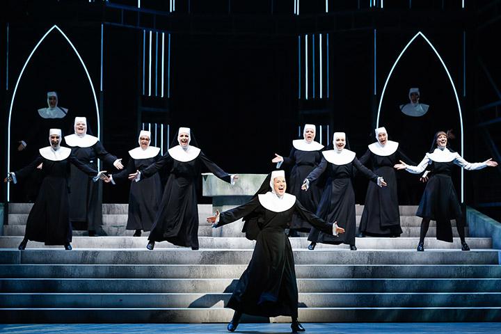 Sister Act  Sanne Mieloo, Ensemble © Barbara Pálffy