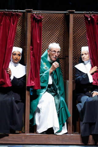Sister Act  Tertia Botha, William Mason, Daniela Dett © Barbara Pálffy