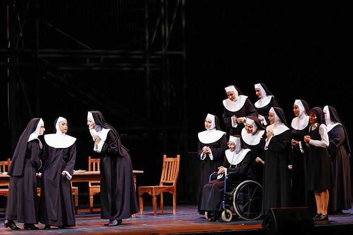 Sister Act  Viktoria Schubert, Tertia Botha, Sanne Mieloo, Ensemble © Barbara Pálffy