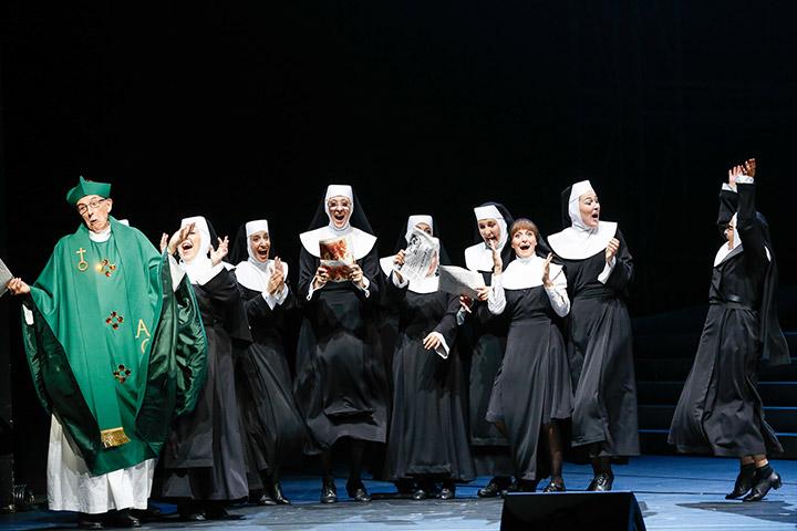 Sister Act  William Mason, Ensemble © Barbara Pálffy