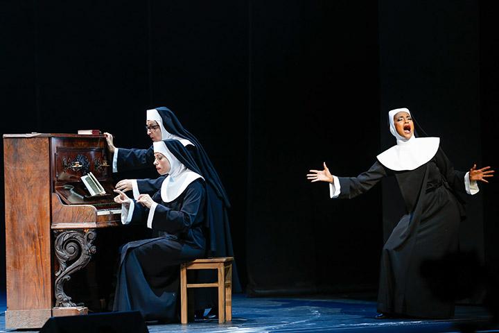 Sister Act  Lynsey Thurgar, Viktoria Schubert, Tertia Botha © Barbara Pálffy