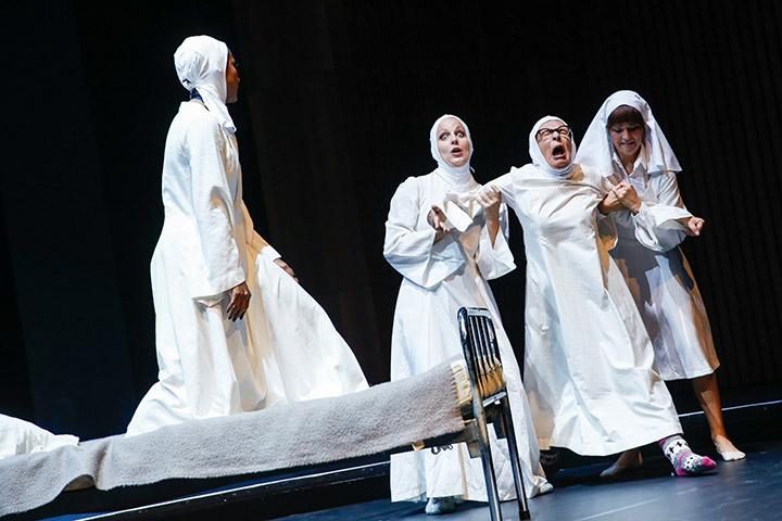 Sister Act  Tertia Botha, Lynsey Thurgar, Viktoria Schubert, Hanna Kastner © Barbara Pálffy