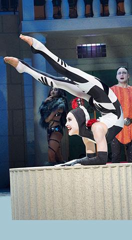 Die spinnen, die Römer!  Brittany Young, Maria Gschwandtner, David Arnsperger © Reinhard Winkler