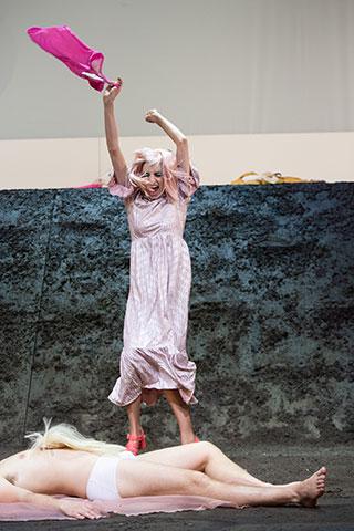 Was geschah, nachdem Nora ihren Mann verlassen hatte  Anna Rieser © Petra Moser